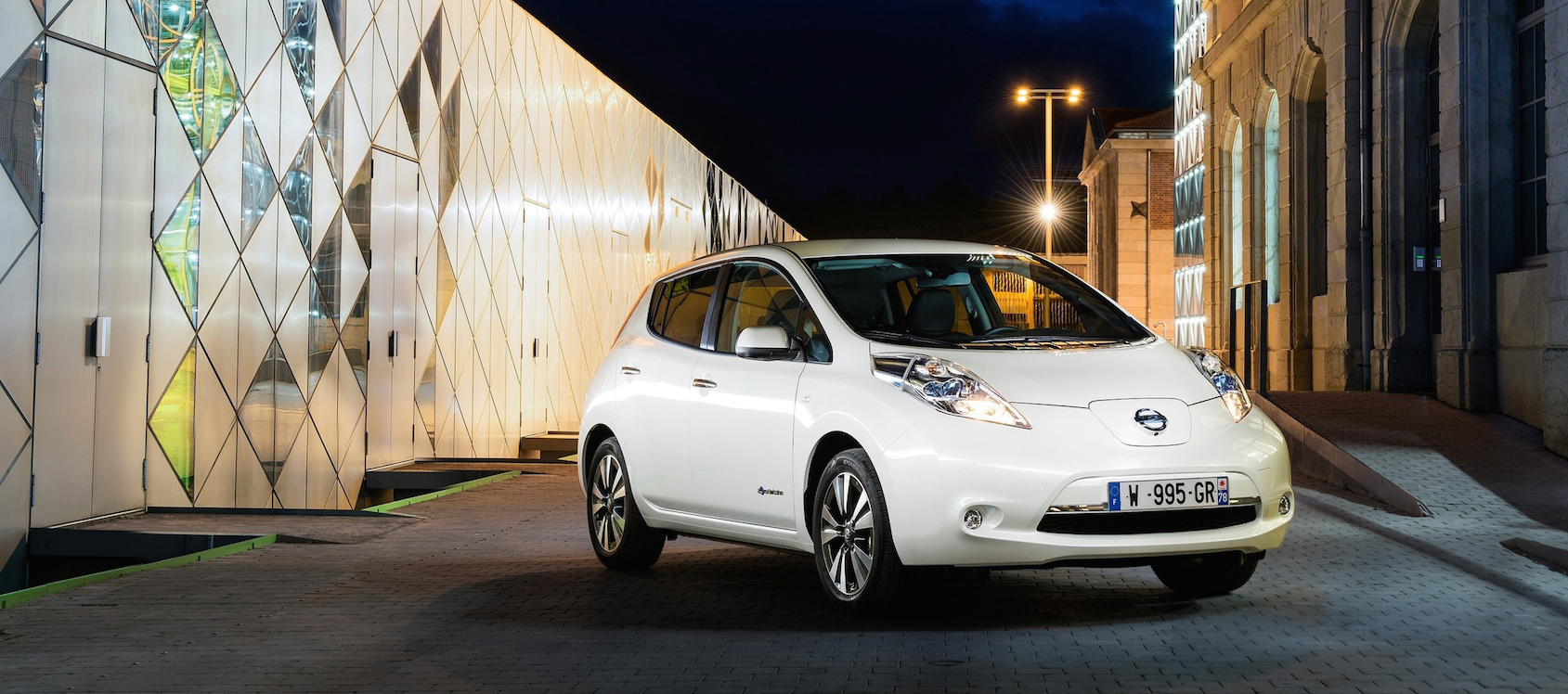 2016_nissan_leaf_emotion drive nantes